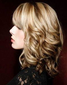 Des idées de coiffures pour tous les goûts et tous les types de cheveux. Des idées pour cheveux courts, mi-longs et longs vous attendent ici.