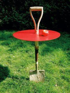 havebord af spade og plade #spadebord der er nemt at flytte