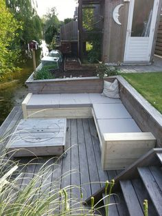 Mooie bank van steigerhout op onze vlonder gemaakt Outdoor Lounge Furniture, Outdoor Decor, Moderne Pools, Modern Backyard, Atrium, Garden Inspiration, Outdoor Living, The Great Outdoors, New Homes
