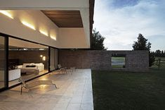 diseño de interiores en casa: Arquitectura en ladrillo visto: casa unifamiliar de Estudio BaBO