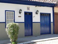 portas e janelas, casinhas e plaquinhas