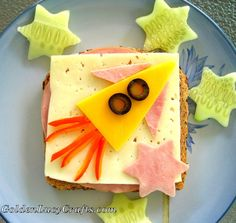 Fun sandwich for kids, fun foods for kids. If your child likes rockets, he will love this fun sandwich! Make this sandwich as a surprise or have fun making it together with your child. Food Art For Kids, Cooking With Kids, Cooking Tips, Toddler Meals, Kids Meals, Family Meals, Fun Sandwiches For Kids, Cute Food, Good Food
