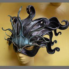 Océano Medusa tocado mascarilla por JeffSemmerlingMasks en Etsy