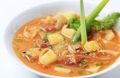 Ya te hemos contado sobre la dieta de la cebolla. Ahora es turno de conocer la sopa de repollo para adelgazar. La dieta de sopa de repollo es un estricto régimen alimenticio que -como su nombre nos sugiere- se basa en el consumo de sopa de repollo junto con otros alimentos bajos en calorías. Por esa raz&