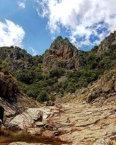 Il letto del Rio Oridda.  #escursione #piscinairgas #montimannu #villacidro #montelinas #sardegna #sardinia #italia #italy #escursionismo #trekking #hiking #hike #natura #nature #volgosardegna #igersardegna #vivosardegna #loves_sardegna #perlestradedellasardegna #montagna #mountain #panorama #landscape #oridda #outdoor #veganhiker #vegantrekker #vegantraveller #veganbackpacker
