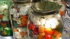 Reteta ideala de muraturi asortate puse la borcan Ingrediente: gogonele telina morcovi conopida ardei coarna varza rosie ardei iuti hrean usturoi frunze de telina sare otet Mod de preparare: Se spala legumele. Morcovii se taie rondele, telina felii si conopida se desface in buchetele. Se asaza toate legumele in borcane, intercaland