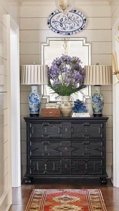 Love the lamps! Blue And White Lamp, Country Lamps, Traditional House, Traditional Decor, English Country Style, Beautiful Interiors, Beautiful Homes, French Country Decorating, Blue Walls