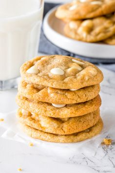 White chocolate chip cookies are soft, chewy, and filled with delicious white chocolate in every bite. The perfect cookie recipe for white chocolate lovers Chocolate Chip Shortbread Cookies, Toffee Cookies, White Chocolate Chip Cookies, Homemade Cookies, Yummy Cookies, Quick Cookies, Crazy Cookies, Buttery Cookies, Chip Cookie Recipe