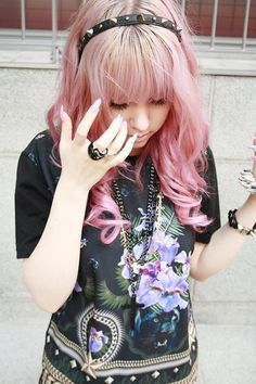 Pastel Goth Outfit... I LOVE that girls hair! :)