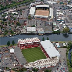 Nottingham Forest & Notts County separated by the Trent River. English Football Stadiums, British Football, Retro Football, Nottingham Forest Fc, Nottingham City, Soccer Stadium, Football Soccer, Football Tops, Notts County Fc