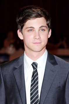 Logan Lerman looking cute and hot as usual😁❤ Aaahhh!!!! It should be illegal to be that cut and hot and gorgeous and perfect *sigh*