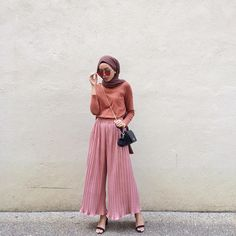 Super How To Wear Culottes Outfit Dresses Ideas Street Hijab Fashion, Muslim Fashion, Fashion Pants, Modest Fashion, Girl Fashion, Fashion Outfits, Modest Wear, Modest Outfits, Dress Outfits