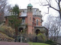 Harry Packer mansion - the basis for the haunted mansion in Disney ...