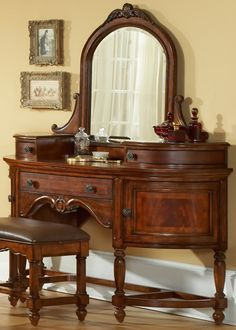 Victorian Dressing Table Victorian Manor Panel Bedroom Set by Liberty Furniture For the Powder Room Antique Vanity, Vintage Vanity, Wood Vanity, Vintage Dressers, Vanity Set, Victorian Furniture, Antique Furniture, Rustic Furniture, Modern Furniture