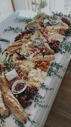 Charcuterie Recipes, Charcuterie Platter, Charcuterie And Cheese Board, Charcuterie Wedding, Wedding Appetizers, Wedding Appetizer Buffet, Appetizers Table, Catering Berlin, Party Food Platters