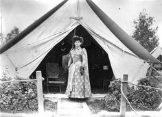 Phoebe Anne 'Annie Oakley' Moses poses in front of her tent in a camp for Buffalo Bill's Wild West Show while touring in Europe possibly in Paris. Annie Get Your Gun, Wild West Show, Annie Oakley, Lead Lady, Old West, Historical Photos, Old Photos, Vintage Photos, Back Home