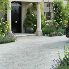 Mixed size driveway Block Paving covering in a range of three sizes at a thickness of Trustone Paviors are a premium natural stone Block Paving product with an 'antique' riven surface. Laid in a coursed laying pattern they are an Front Driveway Ideas, Block Paving Driveway, Circle Driveway, Stone Driveway, Driveway Design, Driveway Entrance, Landscape Design, Garden Design, Driveway Lighting