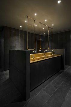 Comemore o design com Neri e Hu - Neri & Hu - Acessórios para Casa Bathroom Lighting Design, Washroom Design, Bathroom Interior Design, Wc Public, Commercial Toilet, Lavabo Design, Toilette Design, Neri And Hu, Public Bathrooms