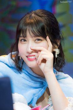 "Twice-Momo 180421 ""What is Love? Nayeon, Kpop Girl Groups, Korean Girl Groups, Kpop Girls, Extended Play, Rapper, Oppa Gangnam Style, Sana Momo, Myoui Mina"