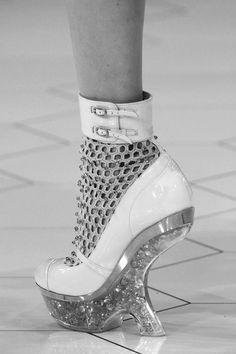 Future Fashion. Alexander McQueen SS 2013. Silver. Futuristic Shoe - looks like a torture device