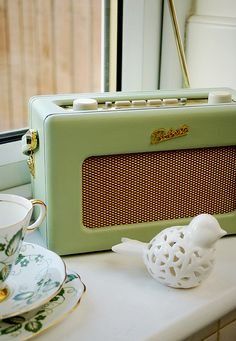 the most lovely shade of green on the most adorable little radio