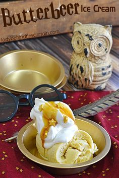 Butterbeer Ice Cream |  Celebrate summer and The Wizarding World of Harry Potter with this delicious creamy Butterbeer ice cream.