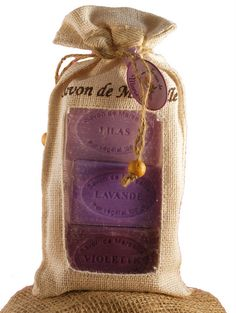Bez, lawenda, fiołek - trzy intensywnie pachnące mydełka marsylskie. Sopad Savon de Marseille More: http://www.etnobazar.pl/search/ca:kosmetyki?limit=128