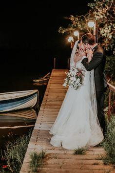 Wedding Dresses, Fashion, Couple, Amor, First Kiss, Kisses, Grooms, Bride Dresses, Moda