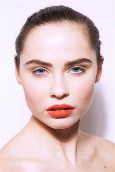 Matte skin - burnt orange lip - fawn eyes - strong brow