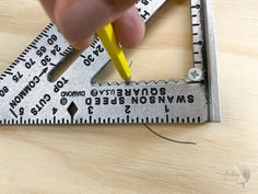 This is a great guide on how to use a speed square. How to use a speed square to make a circle. #woodworking