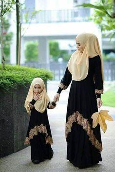 Beautiful hijab fashion/mommy & me Muslim Dress, Hijab Dress, Hijab Outfit, Islamic Fashion, Muslim Fashion, Modest Fashion, Muslim Girls, Muslim Women, Moda Indiana