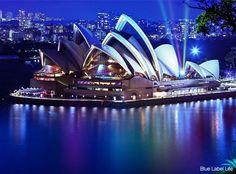 Sídney | Además de ser la ciudad más grande y poblada de Australia (tiene más de 4 millones de habitantes), es la más antigua del país ya que fue fundada en 1788. Esta metrópoli concentra alguno de los más emblemáticos monumentos y edificios australianos como la Opera House y el puente que cruza su bahía.