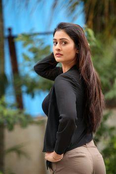 Beautiful Bollywood Actress, Most Beautiful Indian Actress, Beautiful Actresses, Cute Beauty, Beauty Full Girl, Chica Cool, Bollywood Girls, Bollywood Bikini, Beautiful Girl Photo