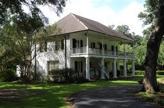 Woodlawn - Al Jones Architects Covington La, Creole Cottage, Pool House Designs, Ranch Style Homes, Southern Homes, Architect House, Island Life, Victorian Homes, Exterior Design