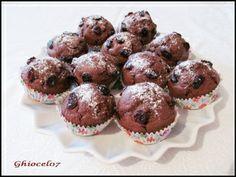 Briose cu cacao si merisoare Breakfast, Muffins, Food, Pineapple, Morning Coffee, Muffin, Eten, Meals, Morning Breakfast