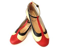 Flat leather shoes in red and pale yellow