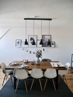 hood& favorite things We can absolutely understand that this room is the absolute favorite place of Winter.hood for good Tiny Dining Rooms, Ikea Dining Room, Best Dining Room Colors, Bed Cover Design, Modern Dining Table, Cozy Living, Sweet Home, Room Decor, Interior Design