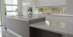 cocina-blanca-y+madera-con-isla-biefbi6.jpg (932×474)