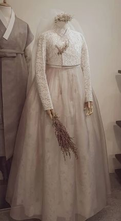 Our haute couture, beautiful The Dan Hanbok. Made just for you, for your special day. Dress Brokat Muslim, Gaun Dress, Kebaya Dress, Korean Traditional Dress, Traditional Fashion, Traditional Dresses, Party Fashion, Diy Fashion, Hanbok Wedding