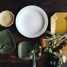ほっこりかわいい益子焼「よしざわ窯」が手がける生活陶器「on the table」の素敵な器たち | キナリノ Decorative Plates, Ceramics, Dishes, Tableware, Kitchen, Instagram Posts, House, Hall Pottery, Baking Center