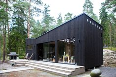 Black House Exterior, Interior Exterior, Timber Cabin, Timber Cladding, Cabins And Cottages, Building Exterior, Tiny House Plans, Cabins In The Woods, Garden Office