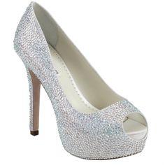 """No existe una norma estricta para el zapato de novia…así que déjate llevar, sueña y disfruta con TYRA, una creación única de Benjamin Adams para las novias más """"glitter""""."""
