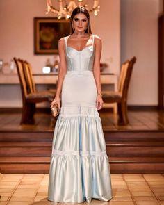 vestido de festa azul claro Glam Dresses, Glamorous Dresses, Fabulous Dresses, Elegant Dresses, Pretty Dresses, Beautiful Dresses, Fashion Dresses, Formal Dresses, Party Gowns