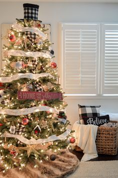 Welcome to our Holiday Housewalk Cozy Cottage Christmas Tour! You'll find simple decorating ideas to deck your halls, from my house, and dozens of others!