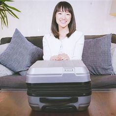 How to pack a suitcase with organizational guru Marie Kondo So packen Sie einen Koffer: Besser mit Marie Kondo packen Suitcase Packing Tips, Packing Tips For Travel, Travel Hacks, How To Pack Suitcase, Packing Hacks, Vacation Packing, Travel Goals, Travel Essentials, Vacation Spots