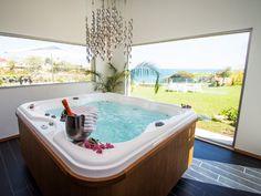 Sicily 5 Star Holidays - Gallery - Hotel Minareto. Spa Jacuzzi® posé dans un espace wellness.