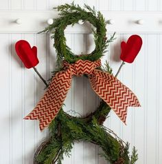DIY Snowman wreath tutorial with easy directions and photos. A fun Christmas craft!