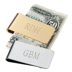 Exclusively Weddings Money Clip for Groomsmen. For the groomsman who takes his money seriously, this handsome money clip is the perfect accessory. Gifts For Wedding Party, Party Gifts, Fall Wedding, Wedding Favors, Our Wedding, Groomsmen Gifts Unique, Groom And Groomsmen, Groomsman Gifts, Silver Money Clip