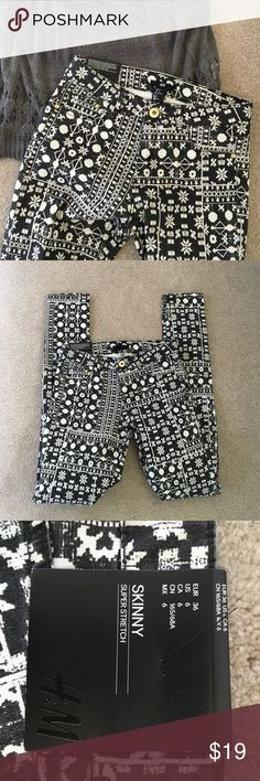 """H&M snowflake skinny JEAN NEW!!!! Black with snowflakes! So cute!  Super stretch skinny 31"""" inseam. Cotton/ poly. No Trades H&M Jeans Skinny"""