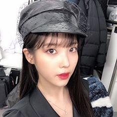 King of Styles. Jang Manwol& hair makeup is . Sulli, Asian Woman, Asian Girl, Iu Twitter, Luna Fashion, The Soloist, K Idols, Korean Singer, Photo Cards